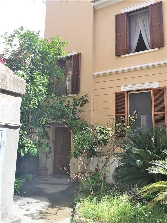 Soluzione Indipendente in vendita a Civitavecchia, 10 locali, prezzo € 500.000 | Cambio Casa.it