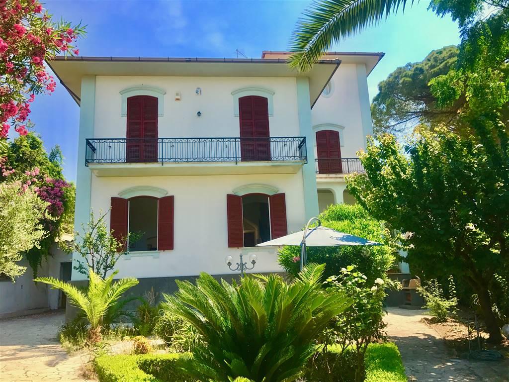 Villa in vendita a Santa Marinella, 7 locali, prezzo € 1.000.000 | CambioCasa.it
