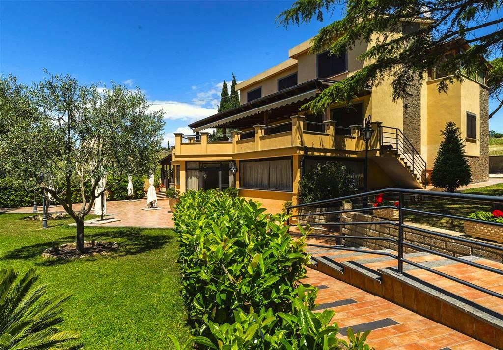 Villa in vendita a Civitavecchia, 11 locali, Trattative riservate | CambioCasa.it