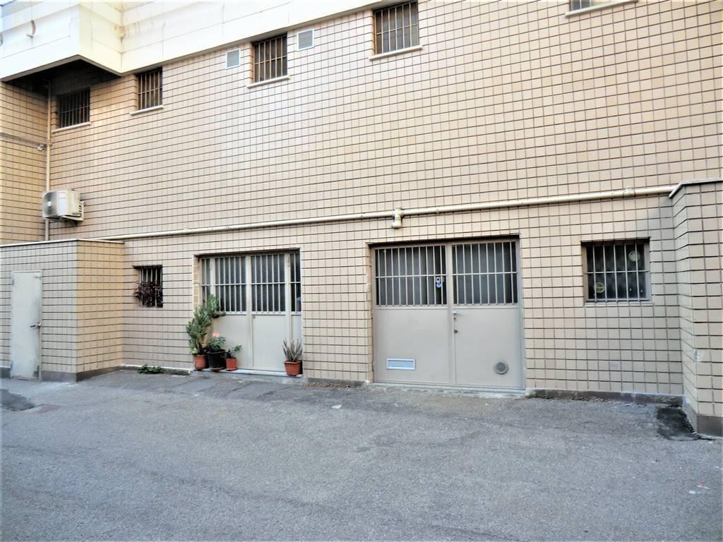 Magazzino in Vendita a Corsico: 1 locali, 41 mq