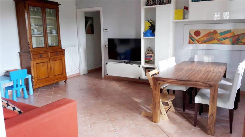 Appartamento in affitto a Altopascio, 5 locali, prezzo € 800 | CambioCasa.it