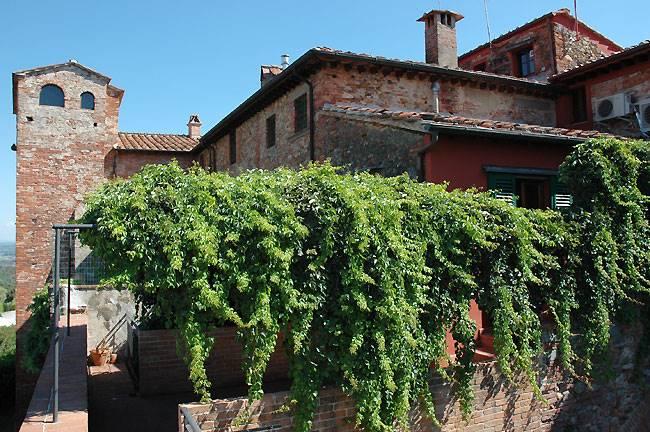 Palazzo / Stabile in vendita a Montecarlo, 9 locali, prezzo € 800.000 | CambioCasa.it