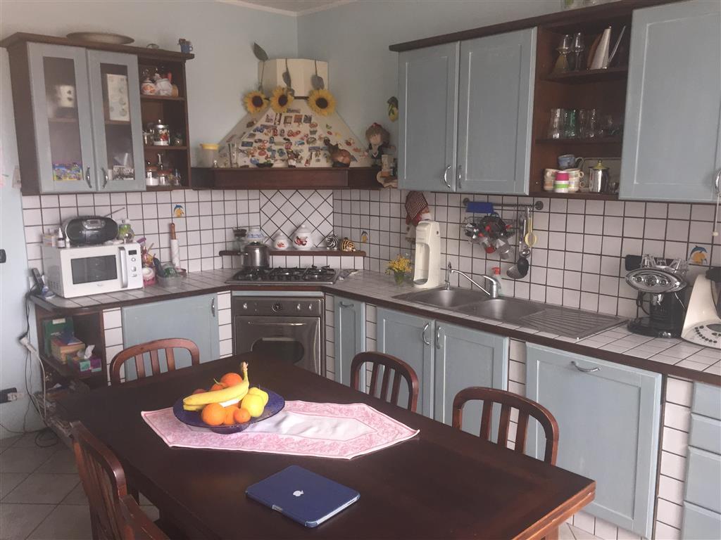 Appartamento in vendita a Ivrea, 4 locali, zona Località: IVREA, prezzo € 140.000 | CambioCasa.it