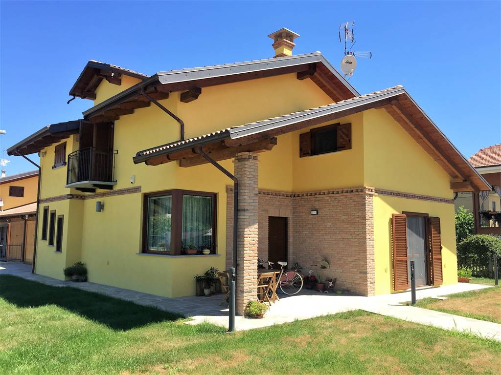 Villa in vendita a Cigliano, 8 locali, prezzo € 335.000 | Cambio Casa.it