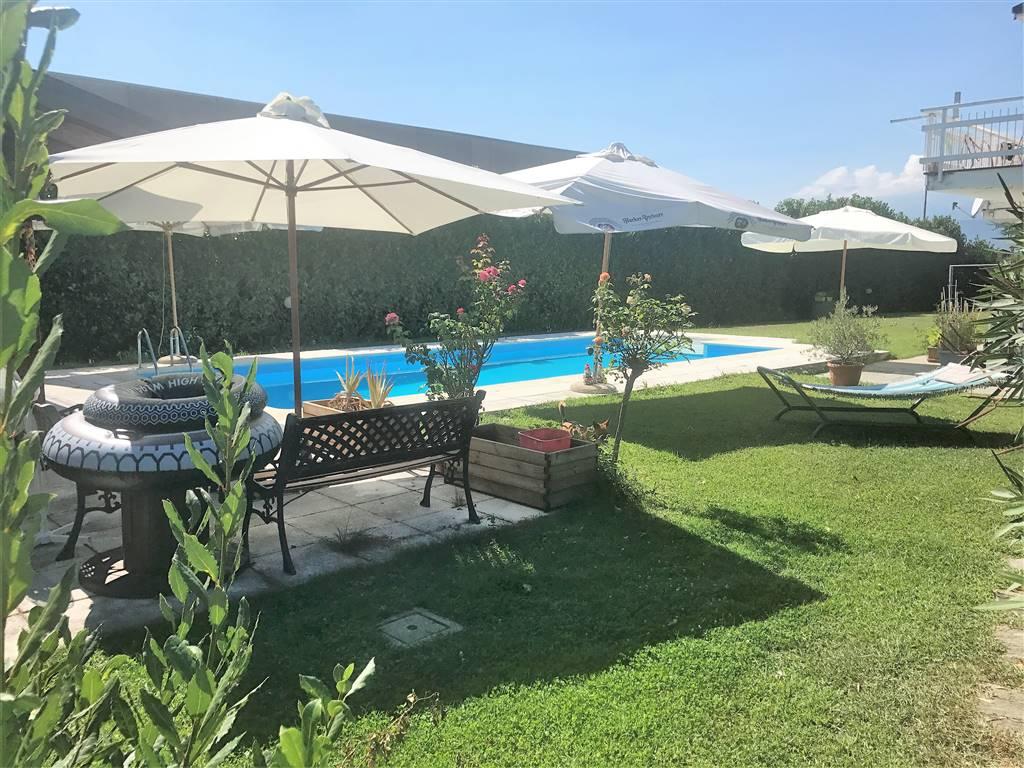 Villa in vendita a Bollengo, 8 locali, prezzo € 385.000 | CambioCasa.it