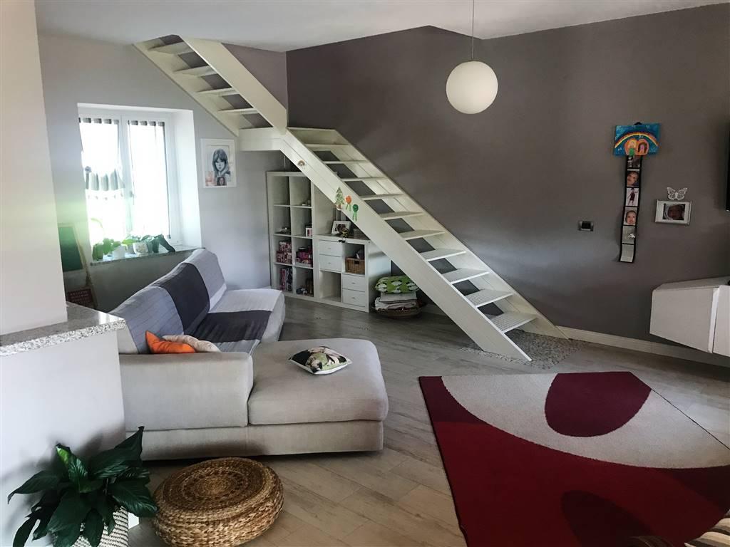 Villa in vendita a Ivrea, 5 locali, prezzo € 360.000 | CambioCasa.it
