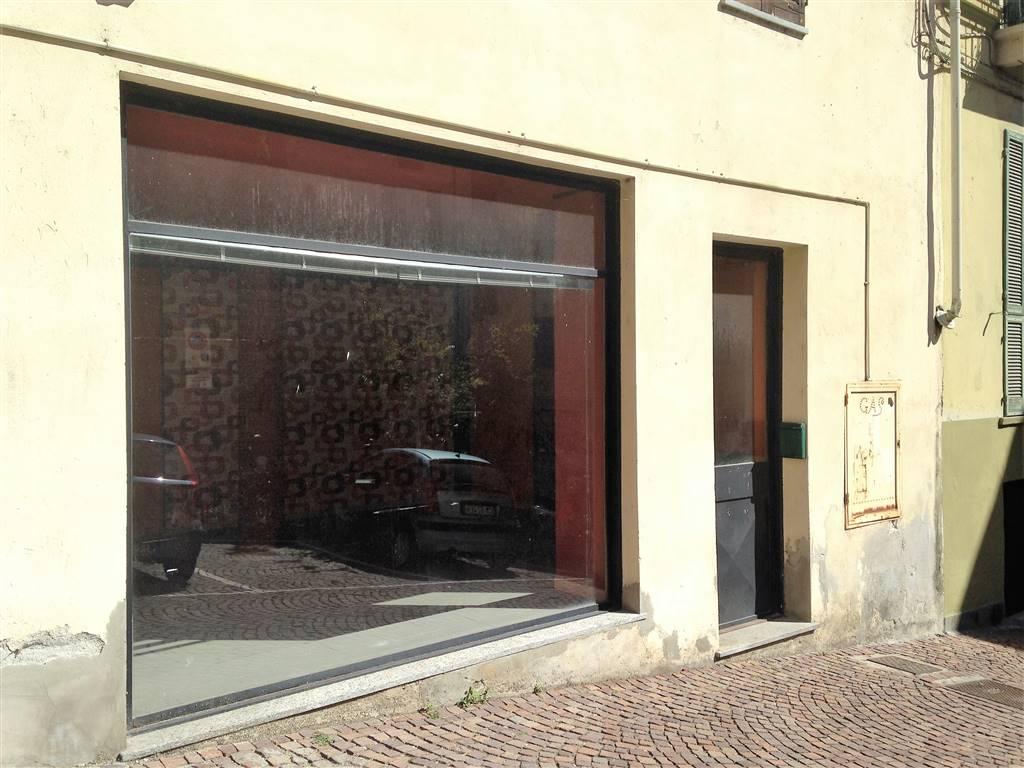 Negozio / Locale in affitto a Ivrea, 2 locali, prezzo € 580 | CambioCasa.it