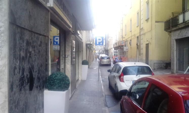 Negozio / Locale in vendita a Caserta, 3 locali, zona Zona: Centro, prezzo € 260.000 | Cambio Casa.it