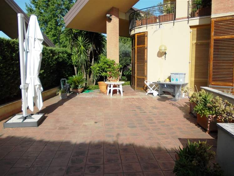 Villa in vendita a Caserta, 10 locali, zona Zona: Casolla, prezzo € 1.050.000 | Cambio Casa.it