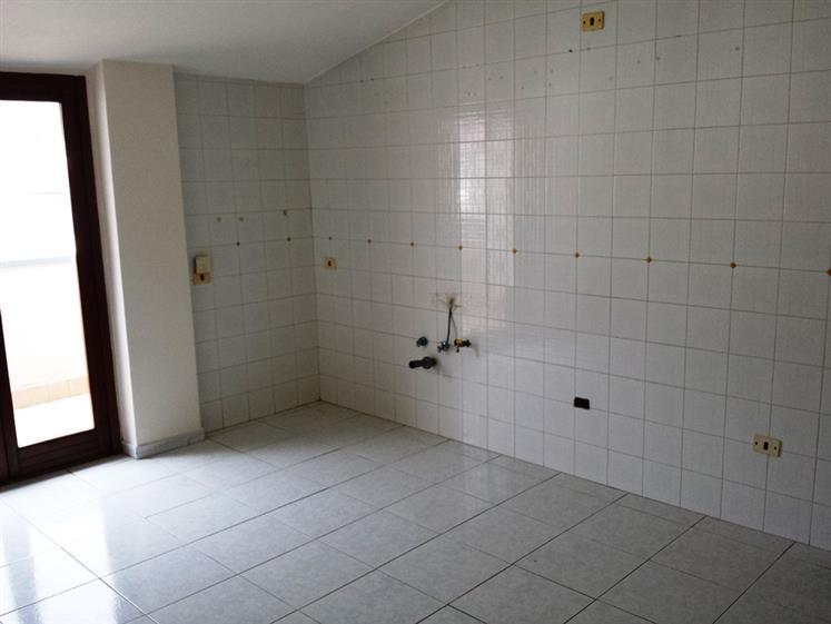 Attico / Mansarda in affitto a Caserta, 5 locali, zona Zona: Petrarelle, prezzo € 420 | Cambio Casa.it
