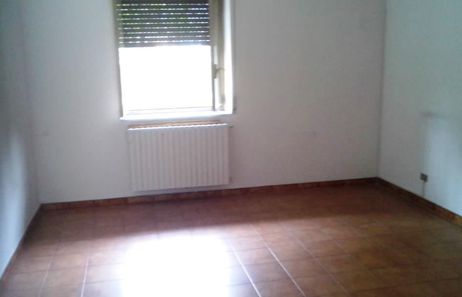 Ufficio / Studio in affitto a Caserta, 2 locali, zona Zona: Centurano, prezzo € 250 | Cambio Casa.it