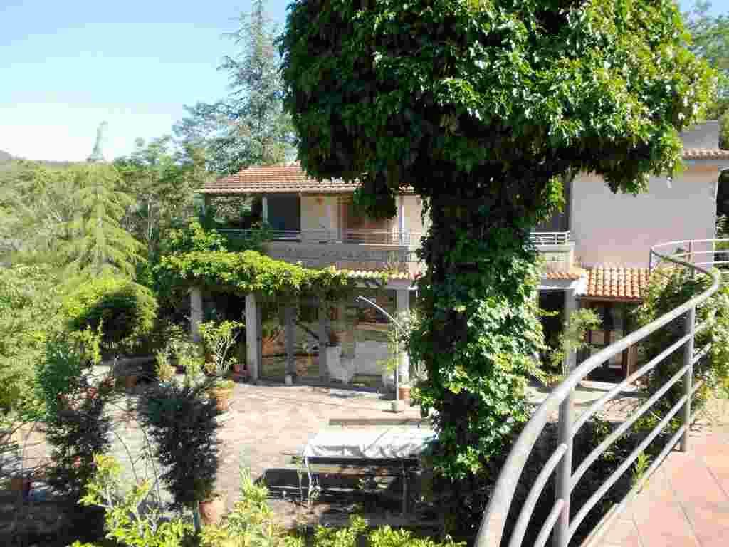 Villa in vendita a Caserta, 15 locali, zona Zona: San Leucio, Trattative riservate | Cambio Casa.it