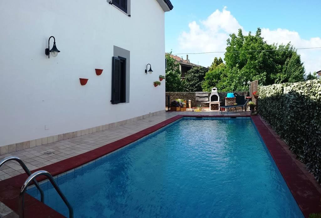 Villa a Schiera in vendita a Teano, 5 locali, zona Località: SANTA MARIA DI VERSANO, prezzo € 160.000 | Cambio Casa.it