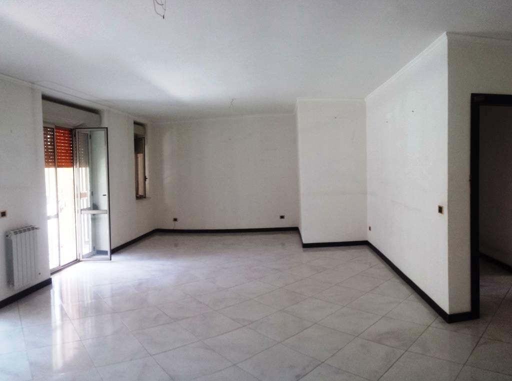 Appartamento in vendita a Caserta, 5 locali, zona Zona: Petrarelle, prezzo € 300.000 | Cambio Casa.it