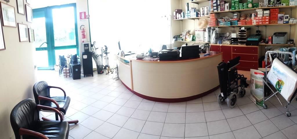 Negozio / Locale in vendita a Caserta, 4 locali, zona Località: CASERTA 2 - (CENTURANO -CERASOLA -167, prezzo € 99.000 | Cambio Casa.it
