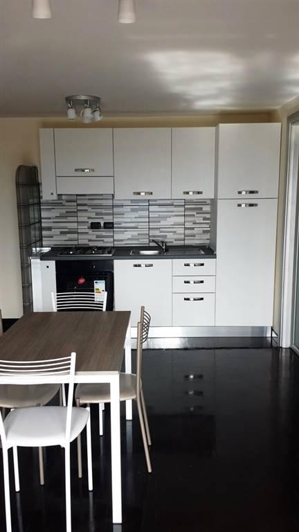Appartamento in affitto a Caserta, 4 locali, zona Zona: Tredici, prezzo € 600   Cambio Casa.it