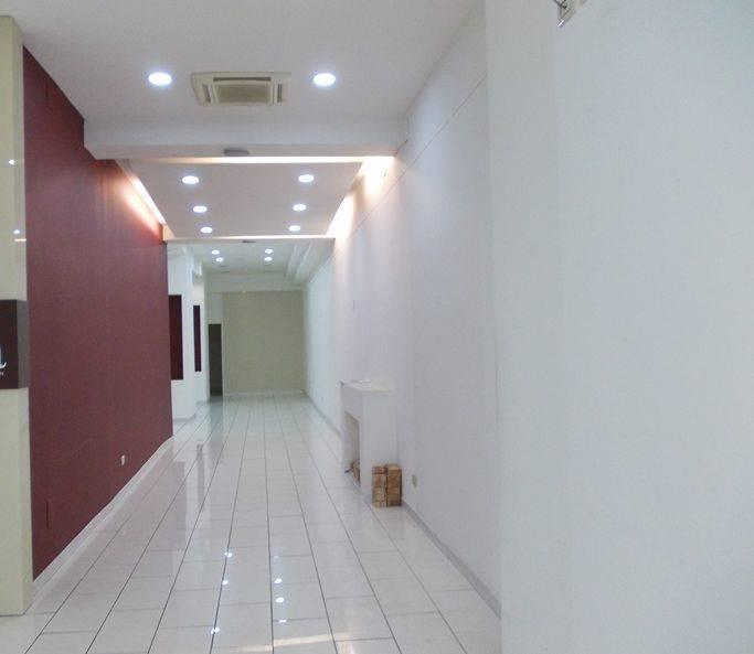 Negozio / Locale in affitto a Caserta, 4 locali, zona Zona: Centro, prezzo € 1.500 | CambioCasa.it