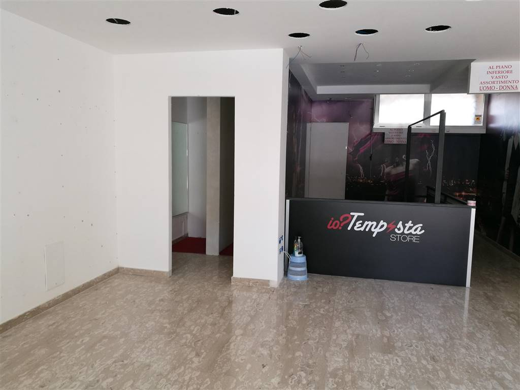 Attività / Licenza in affitto a Caserta, 1 locali, zona Zona: Centro, prezzo € 1.400 | Cambio Casa.it