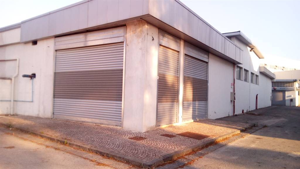 Attività / Licenza in affitto a Teverola, 4 locali, prezzo € 4.500 | Cambio Casa.it