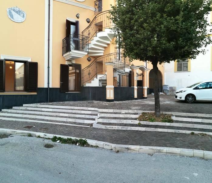 Attività / Licenza in affitto a Maddaloni, 3 locali, prezzo € 700 | CambioCasa.it