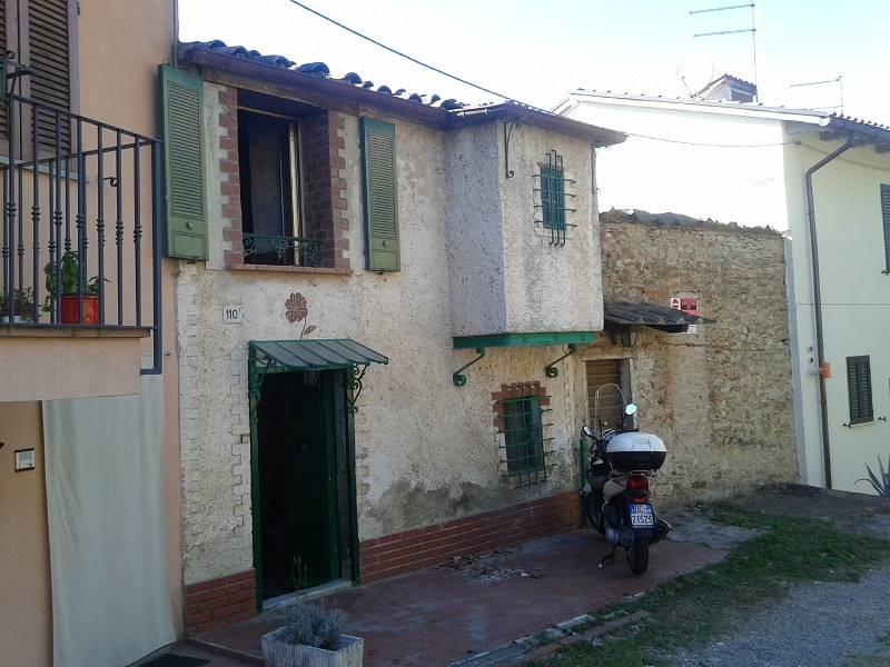 Soluzione Indipendente in vendita a Arezzo, 4 locali, zona Località: PERIFERIA, prezzo € 63.000 | Cambio Casa.it