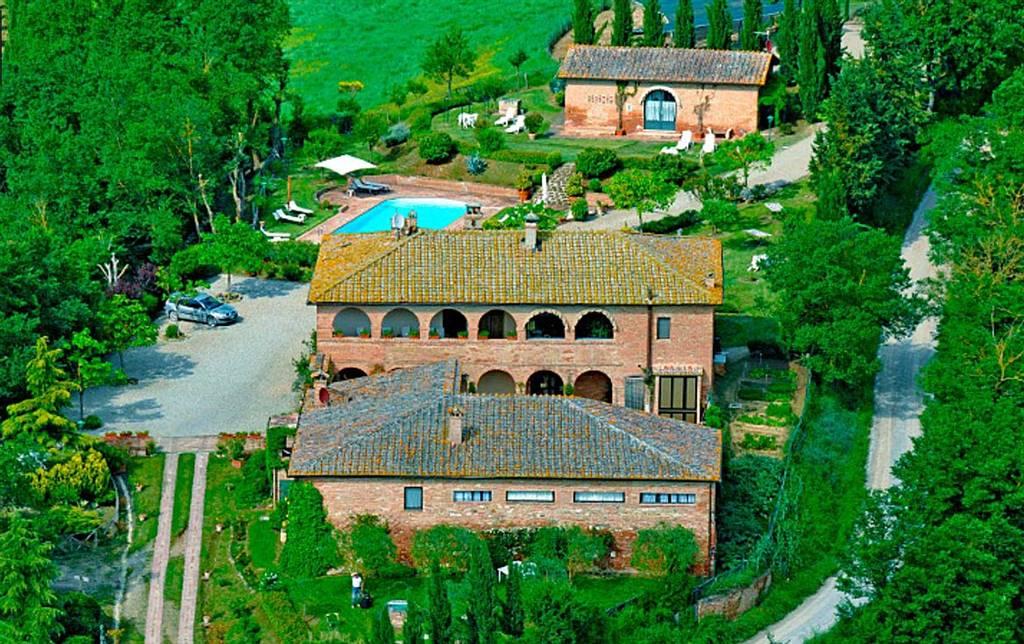 Rustico / Casale in vendita a Monteroni d'Arbia, 19 locali, prezzo € 1.800.000 | CambioCasa.it
