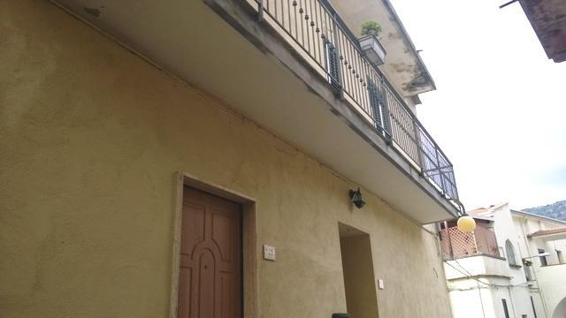Soluzione Indipendente in vendita a Olevano sul Tusciano, 3 locali, zona Zona: Salitto, prezzo € 93.000 | Cambio Casa.it