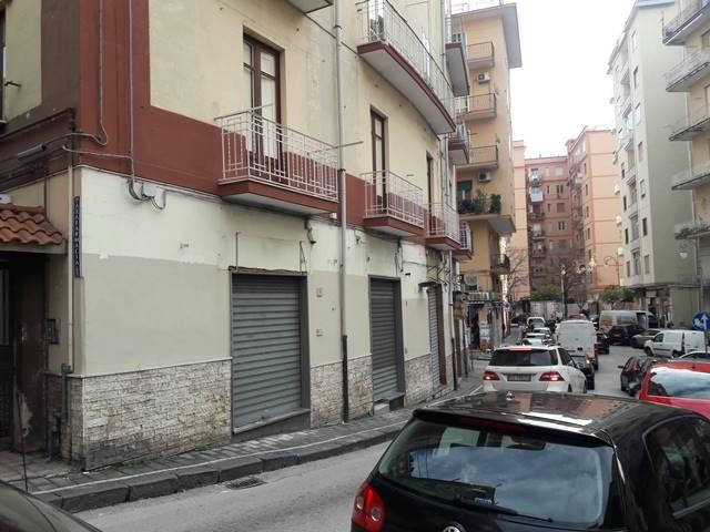 Negozio / Locale in affitto a Salerno, 9999 locali, zona Zona: Carmine, prezzo € 550   CambioCasa.it