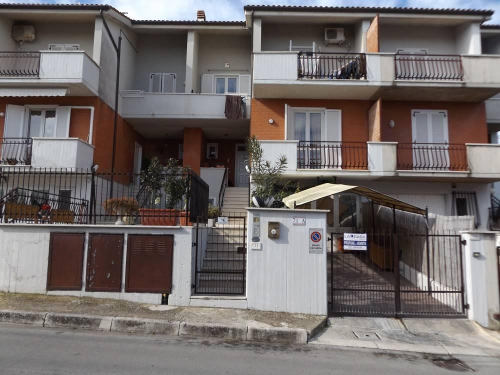 Villa a schiera Via Pintura del Braccio  a Recanati