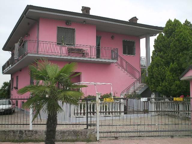 Villa in vendita a Spessa, 8 locali, prezzo € 380.000 | Cambio Casa.it