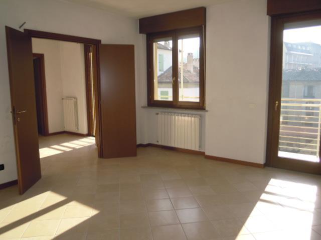 Appartamento in vendita a Casteggio, 4 locali, prezzo € 230.000 | Cambio Casa.it