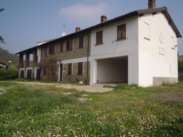 Rustico / Casale in affitto a Calvignano, 4 locali, prezzo € 1.950 | CambioCasa.it
