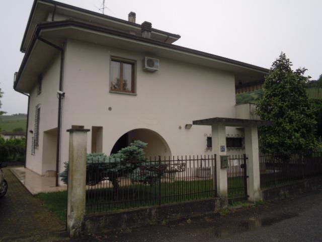 Villa in vendita a Torricella Verzate, 8 locali, prezzo € 260.000 | CambioCasa.it