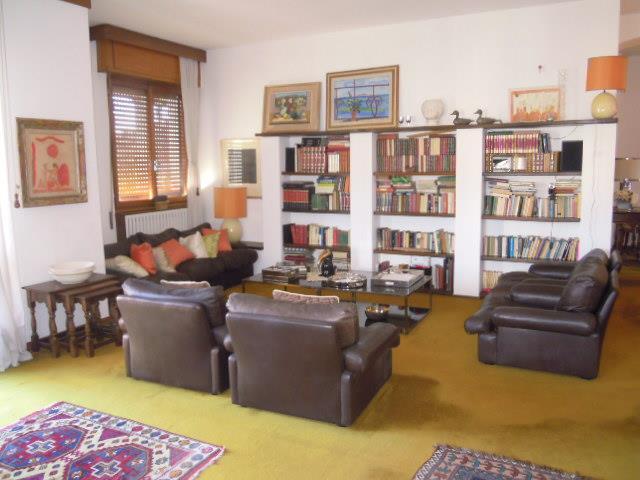 Appartamento in vendita a Casteggio, 5 locali, prezzo € 137.000 | Cambio Casa.it