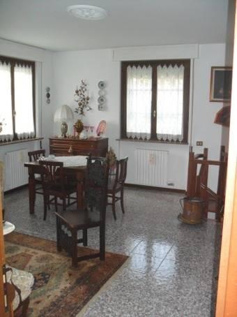 Appartamento in vendita a Casteggio, 5 locali, prezzo € 160.000 | Cambio Casa.it