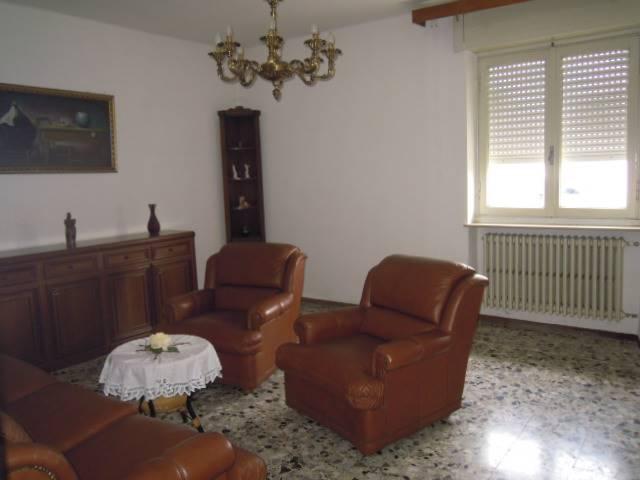 Appartamento in affitto a Borgo Priolo, 2 locali, zona Località: CAPPELLETTA, prezzo € 250 | Cambio Casa.it