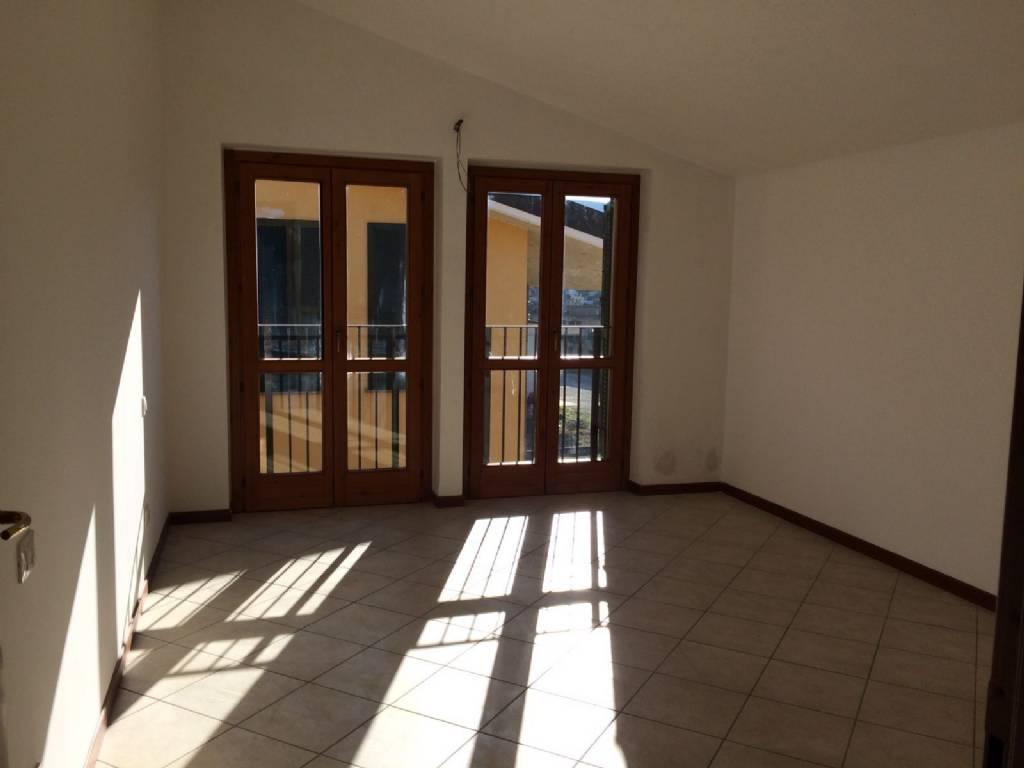 Appartamento in vendita a Casteggio, 2 locali, prezzo € 118.000 | Cambio Casa.it
