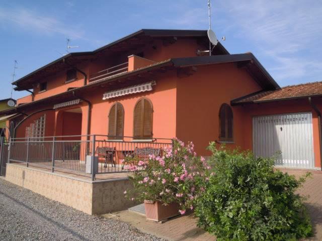 Villa in vendita a Casteggio, 4 locali, prezzo € 188.000 | CambioCasa.it