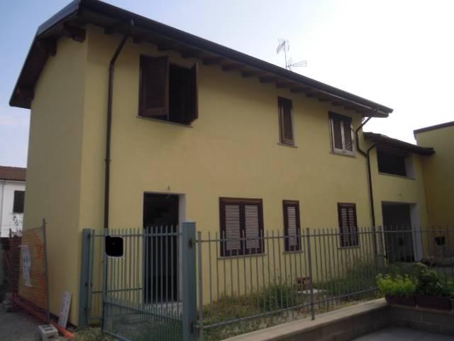 Soluzione Indipendente in vendita a Bressana Bottarone, 4 locali, prezzo € 150.000   CambioCasa.it