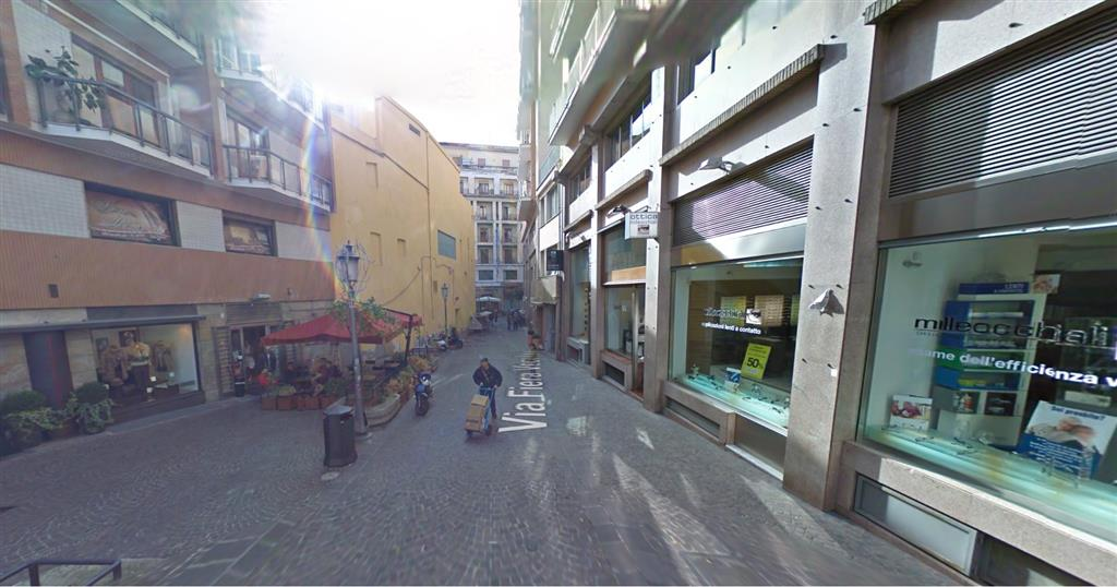 Negozio / Locale in affitto a Salerno, 1 locali, zona Zona: Centro, prezzo € 2.400 | Cambio Casa.it