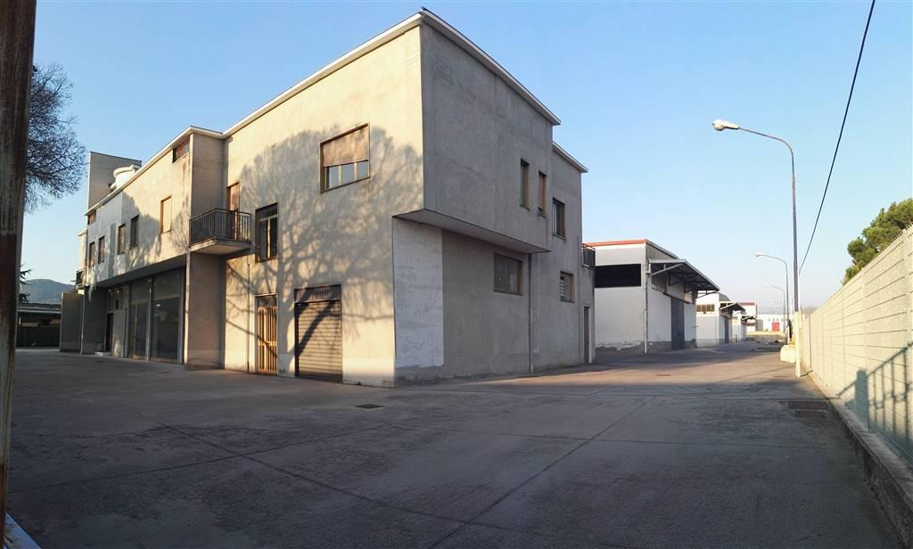 Capannone in affitto a Salerno, 9999 locali, zona Località: INDUSTRIALE, prezzo € 17.000   CambioCasa.it