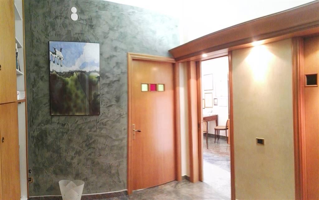 Ufficio / Studio in affitto a Salerno, 3 locali, zona Zona: Centro, prezzo € 700   CambioCasa.it