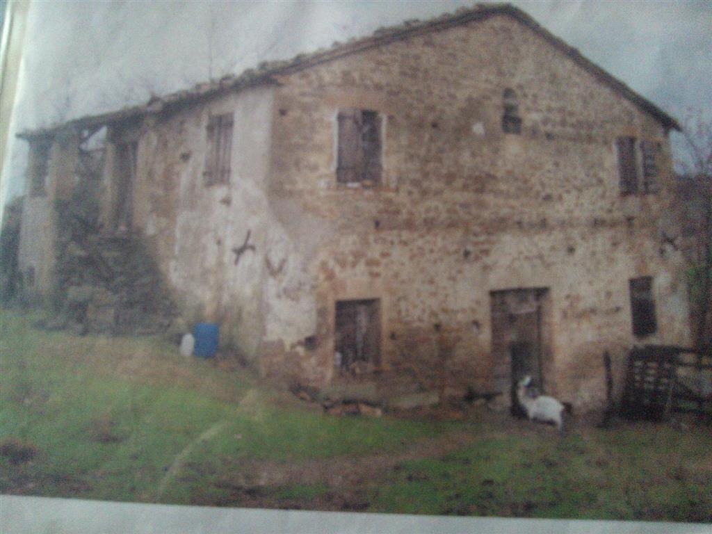 Rustico / Casale in vendita a Auditore, 10 locali, prezzo € 70.000 | CambioCasa.it