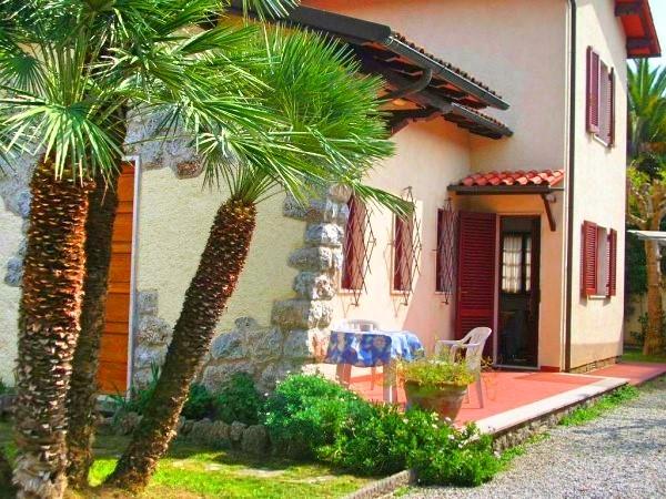 Soluzione Indipendente in vendita a Forte dei Marmi, 5 locali, zona Zona: Centro, prezzo € 1.650.000   Cambio Casa.it