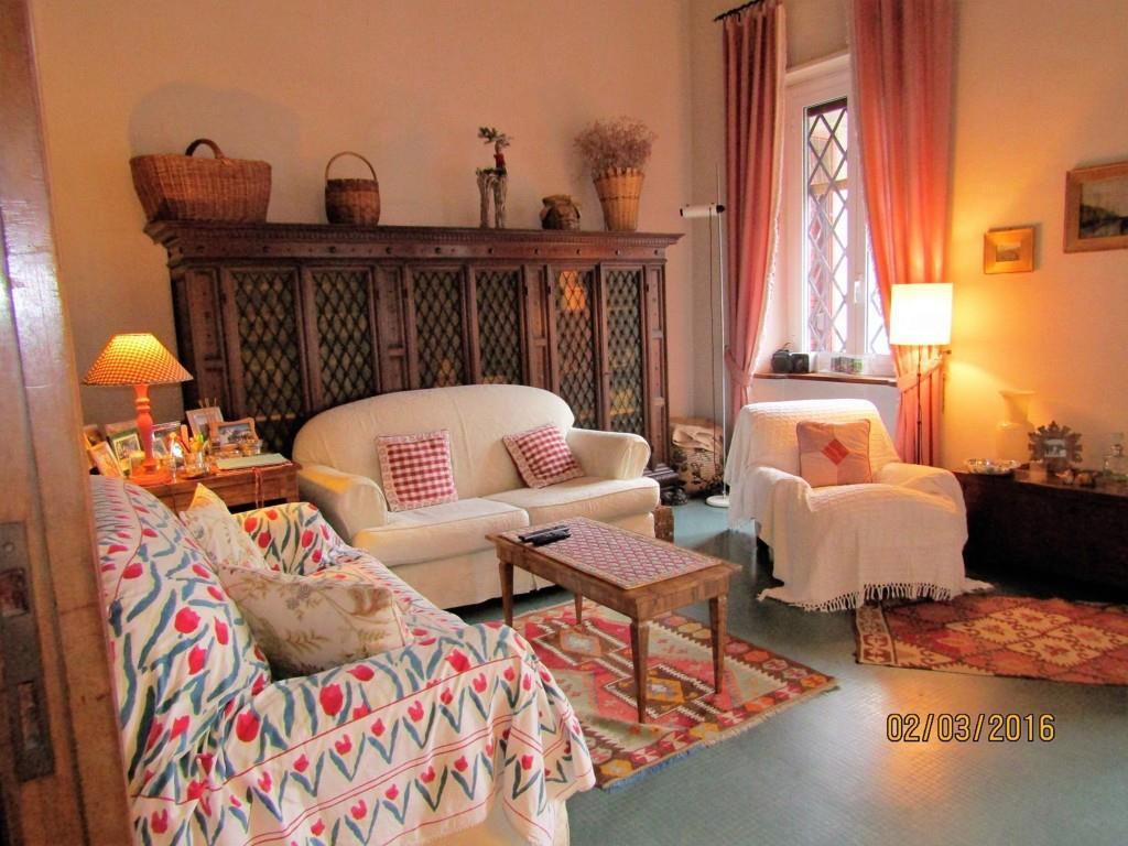 Villa in vendita a La Spezia, 10 locali, zona Località: VICCI, Trattative riservate | CambioCasa.it