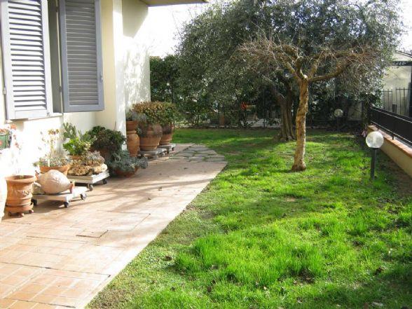 Villa in vendita a Campi Bisenzio, 5 locali, zona Zona: San Piero a Ponti, prezzo € 430.000 | CambioCasa.it