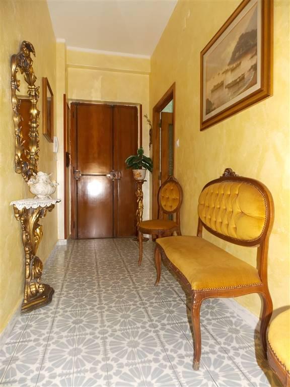 Appartamento in vendita a Catanzaro, 7 locali, zona Zona: Quartiere S. Leonardo , prezzo € 155.000 | CambioCasa.it
