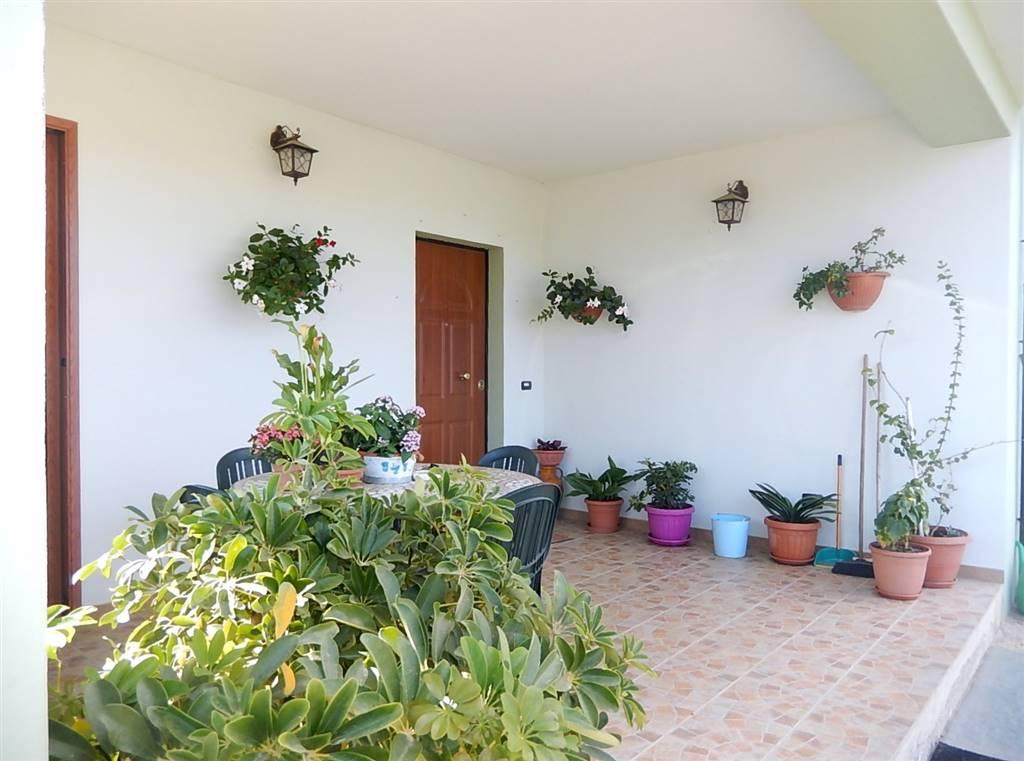 Villa in vendita a Borgia, 6 locali, zona Zona: Roccelletta, prezzo € 270.000 | CambioCasa.it