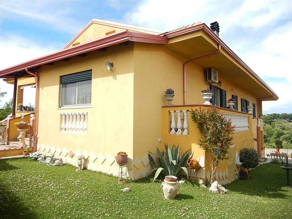 Villa in vendita a Borgia, 5 locali, Trattative riservate | CambioCasa.it