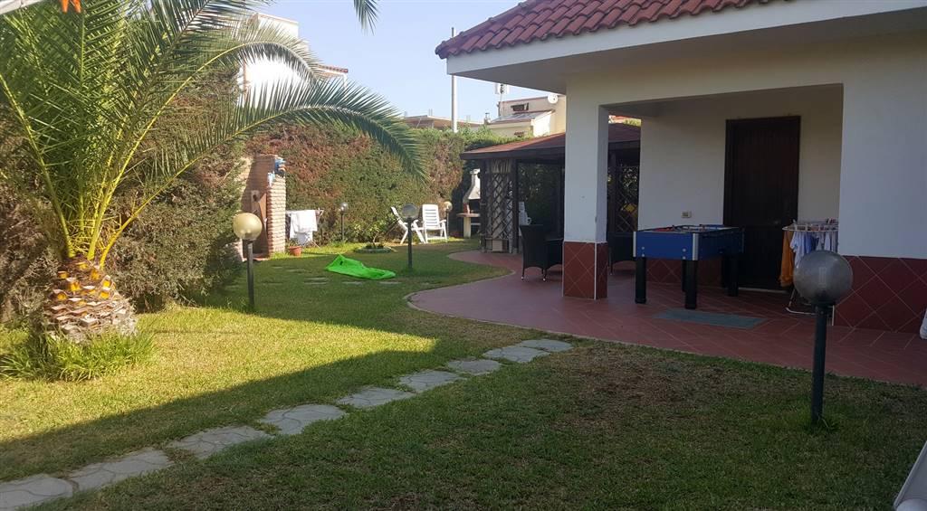 Villa a Schiera in vendita a Borgia, 7 locali, zona Località: BAIA DEI CANONICI, prezzo € 160.000   CambioCasa.it